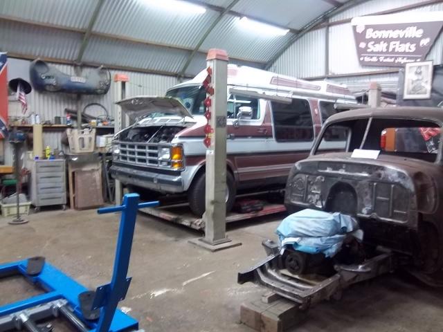 Dodge Van B250....c'est pas un hot rod...mais y a un V8  3671831001464