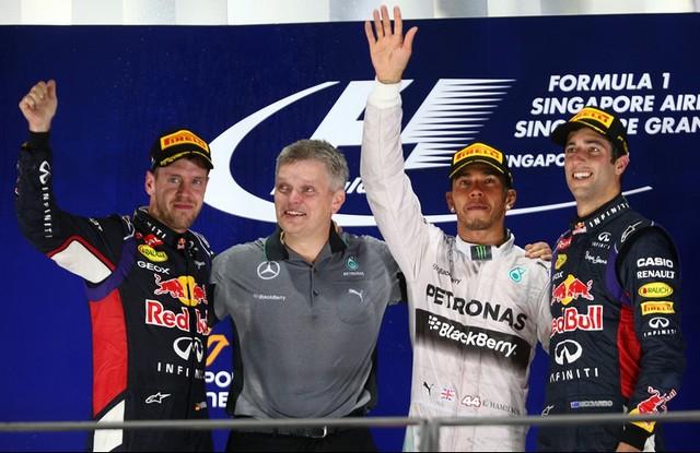 F1 GP de Singapour 2014 : victoire de Lewis Hamilton  3736192014GPdeSingapourVettelHamiltonRicciardo
