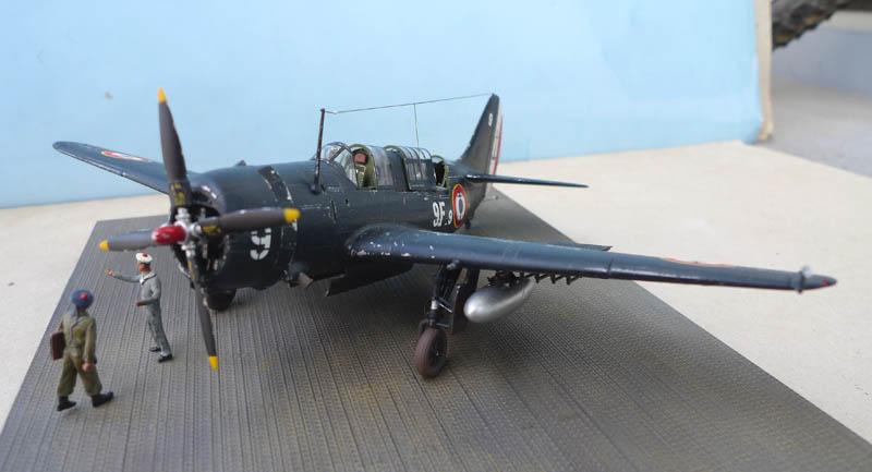 """[Academy] Curtiss SB2C-5 """"Helldiver"""" en Indochine 374384Helldiver72"""
