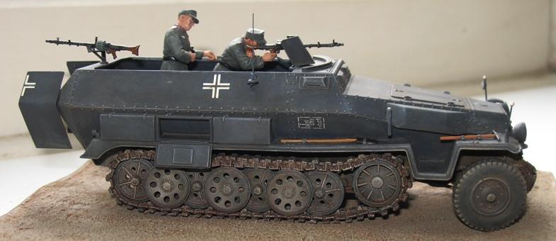 Sd.Kfz. 251/1 c riveté Dragon 1/35 Rénové! :) 378379IMG0008