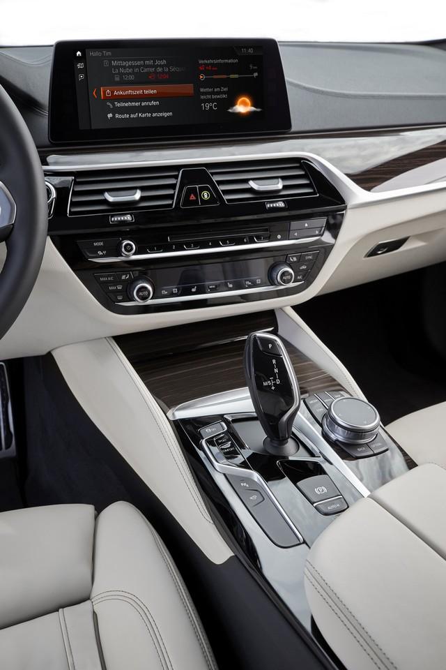 La nouvelle BMW Série 5 Berline. Plus légère, plus dynamique, plus sobre et entièrement interconnectée 378705P90237260highResthenewbmw5series