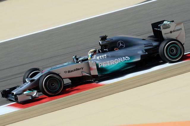 F1 GP de Bahreïn 2014 : (essais libres-1-2-3-Qualifications) 3790482014vendrediLewisHamilton