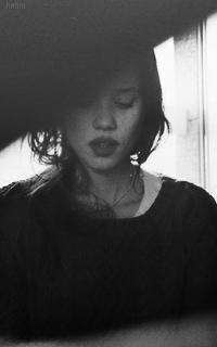 Astrid Bergès-Fresbey Avatars 200*320 pixels 379051994