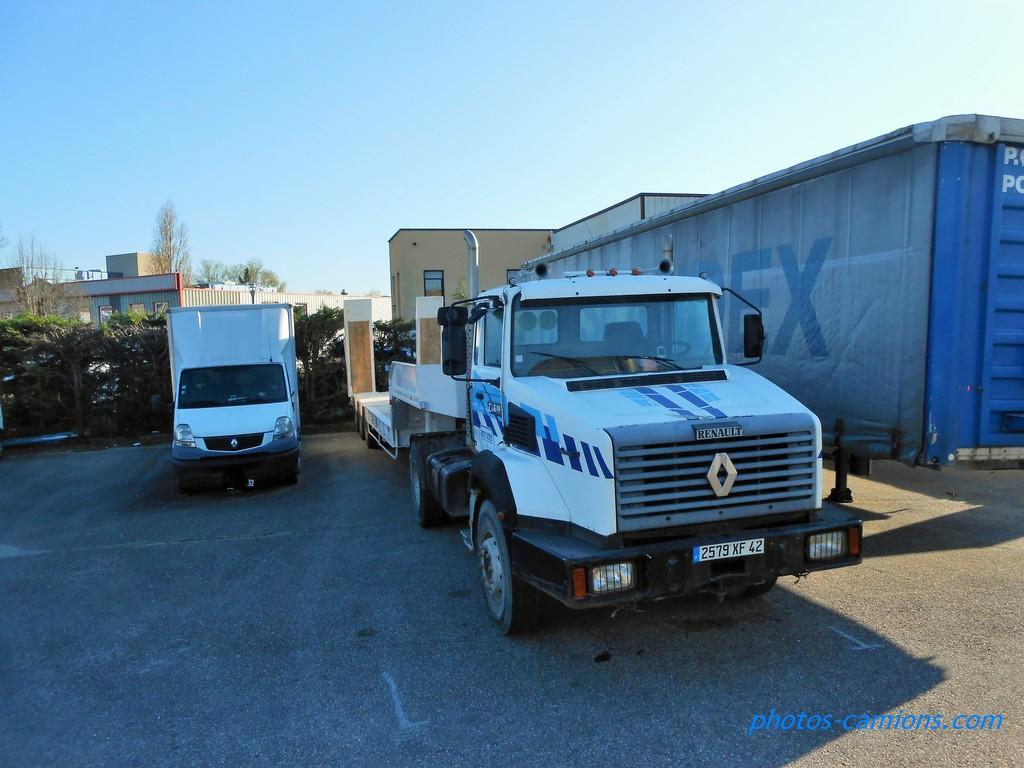 photos-camions.com /></a><br /><br />Moutot Bâtiment - Saint-Pierre-de-Boeuf<br /><br />Assez rare aussi comme ensemble.</div><div class=