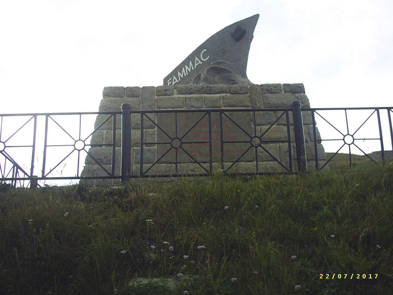 [Histoires et Histoire] Monuments aux morts originaux Français Tome 1 - Page 39 382014PIC0016