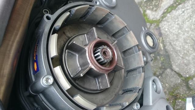 [Tuto] Changement de la cloche embrayage (+ disques garnis) sur embrayage à sec 387892DSC1381