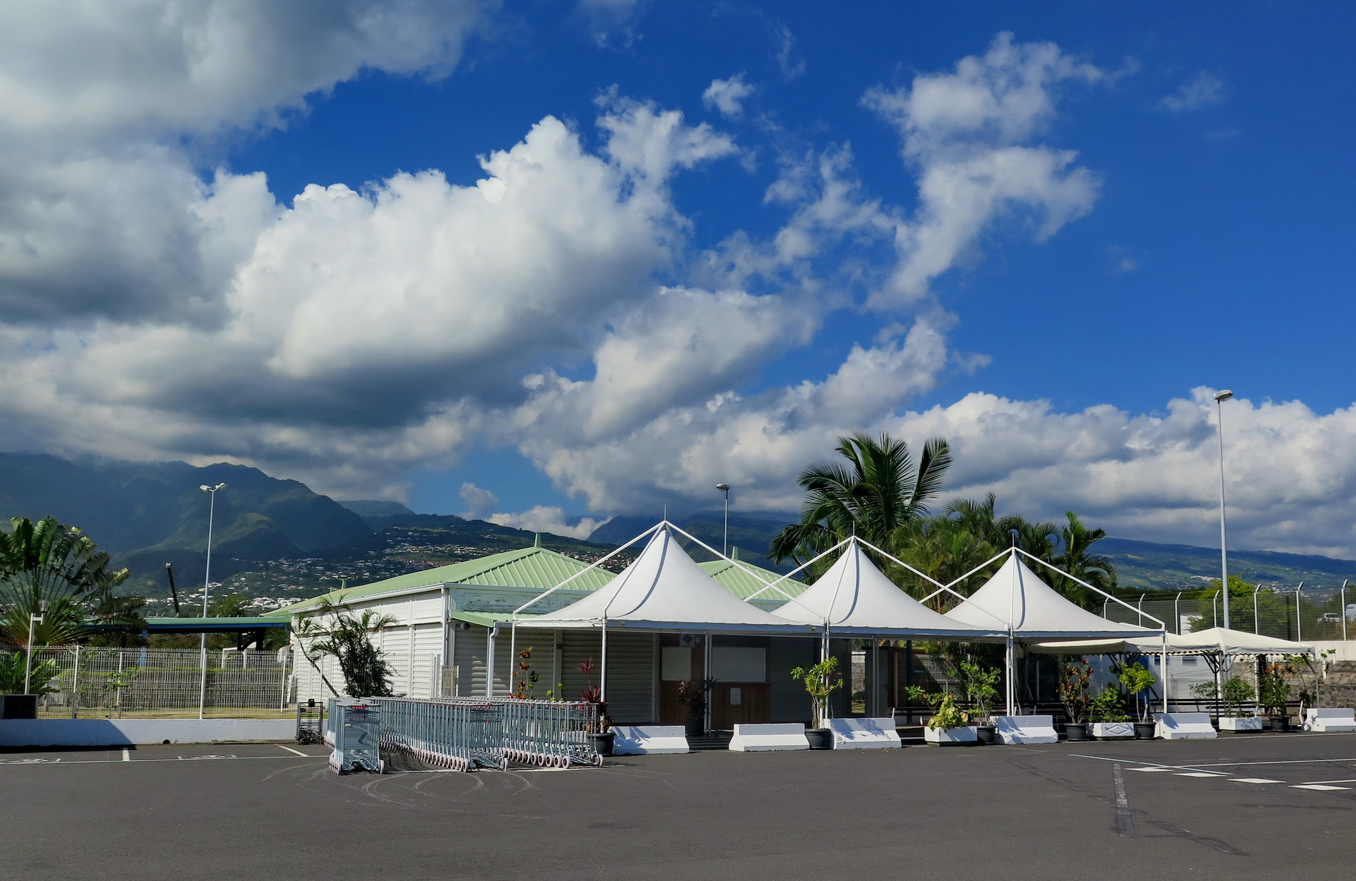 [Vie des ports] Les ports de la Réunion - Page 9 393636leportest181