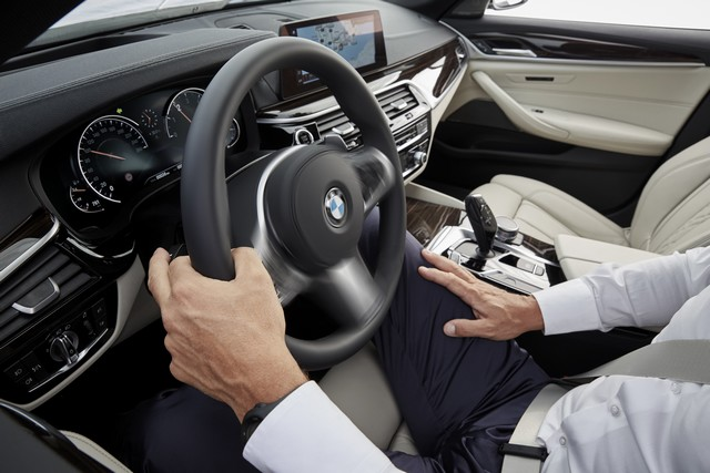 La nouvelle BMW Série 5 Berline. Plus légère, plus dynamique, plus sobre et entièrement interconnectée 398680P90237264highResthenewbmw5series