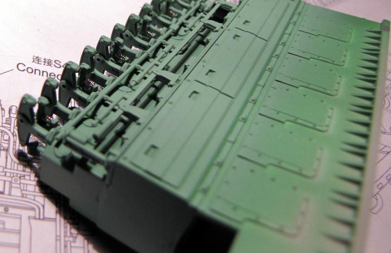 U-552 TRUMPETER Echelle 1/48 - Page 2 39925717zi