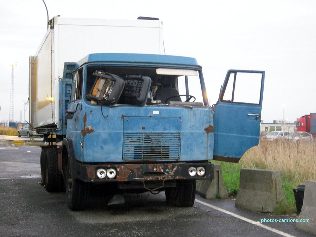Camions en épave 403054photoscamions10X201232Copier