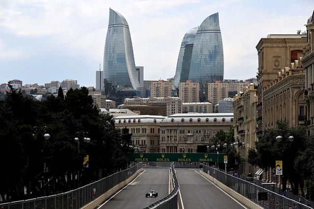 F1 GP d'Europe à Bakou 2016 (éssais libres -1 -2 - 3 - Qualifications) 4089302016gpeuropebakouessaislibres1hamilton