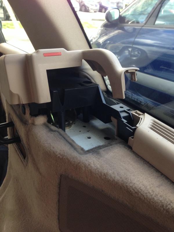 [BMW E46 Touring] Changement des haut-parleurs arrières 409177IMG5722