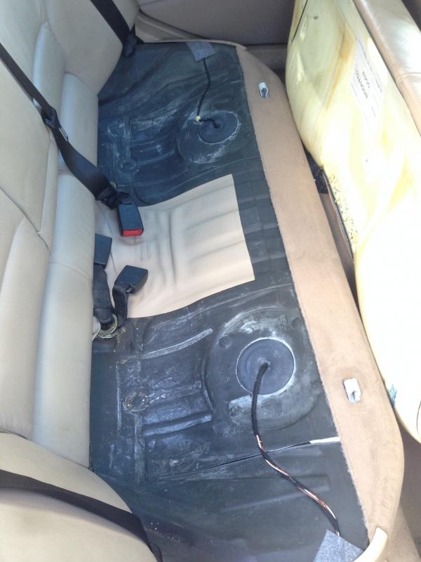 [BMW E46 Touring] Changement des haut-parleurs arrières 410277IMG5704