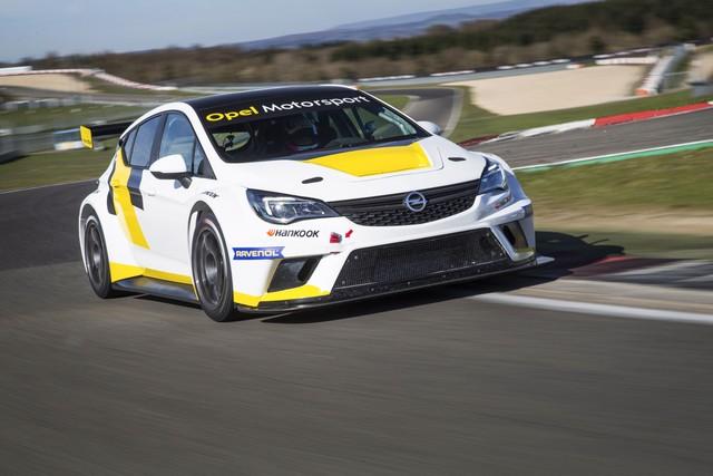 Tout est en place pour la seconde saison de l'Opel Astra TCR 411630OpelAstraTCR297112