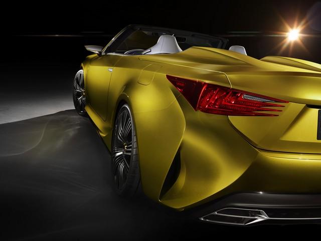 Le Concept Lexus LF-C2 Brille Sous Les Projecteurs Du Salon De Los Angeles 413529LFC2hRearDetailhigh