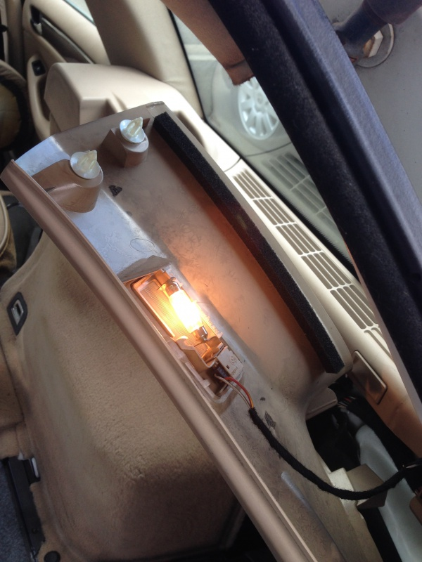[BMW E46 Touring] Changement des haut-parleurs arrières 416310IMG5713