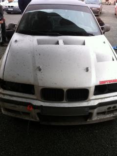 [ BMW e46 325 ci Cabriolet an 2002 ] Pneu avant lisse à l'intérieur 417167IMG0329