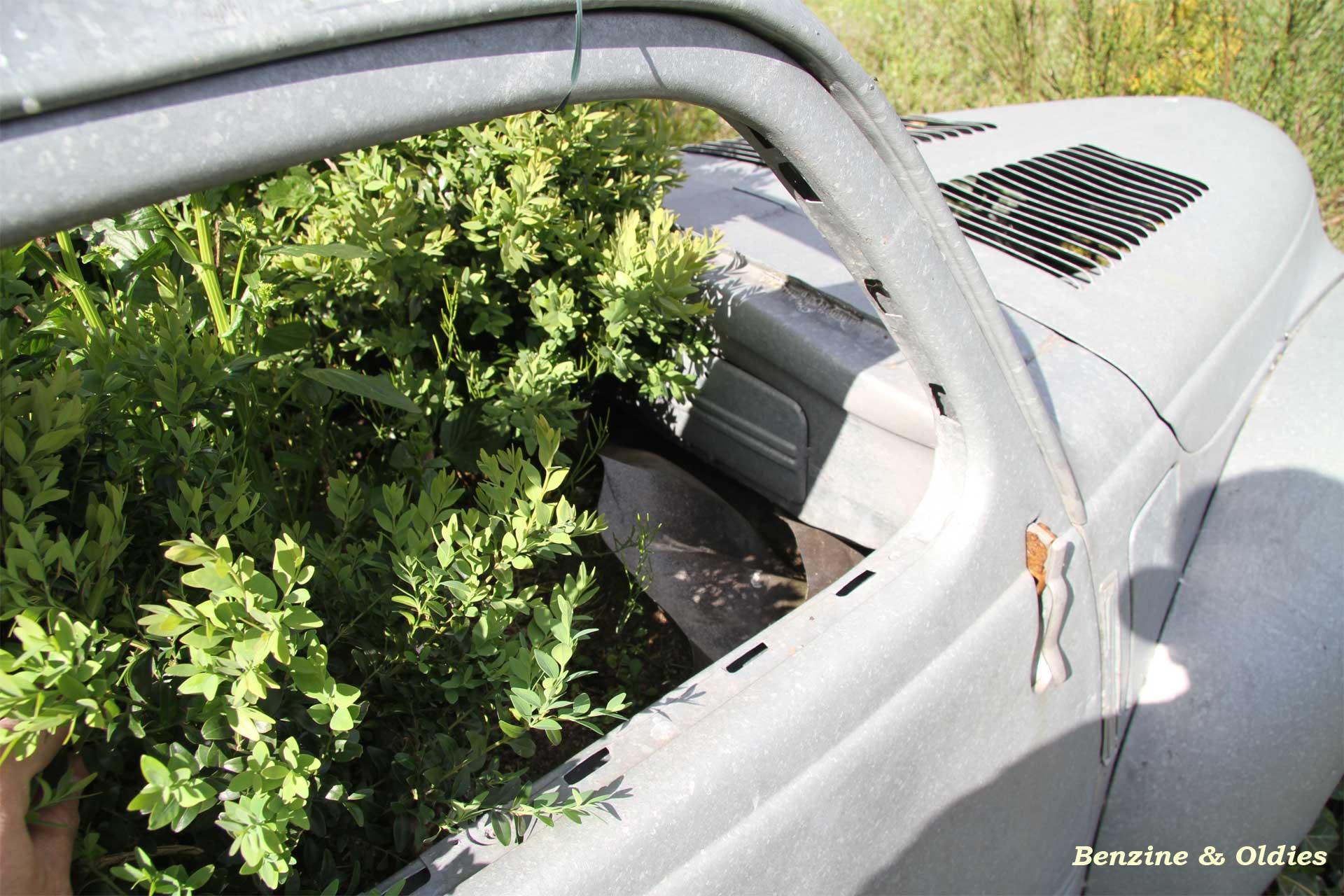 une Simca 6 carrosserie aluminium oubliée dans la nature - Simca6 - Page 2 419514simca6street35w19201280