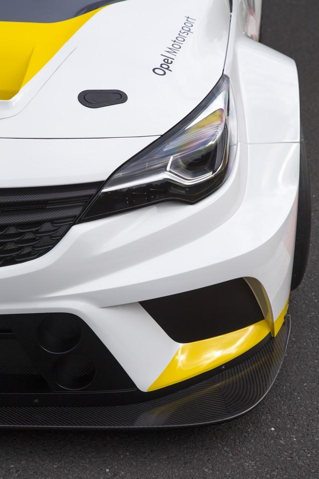 Présentation de la nouvelle Opel Astra TCR aux écuries clientes 420942OpelAstraTCR297897