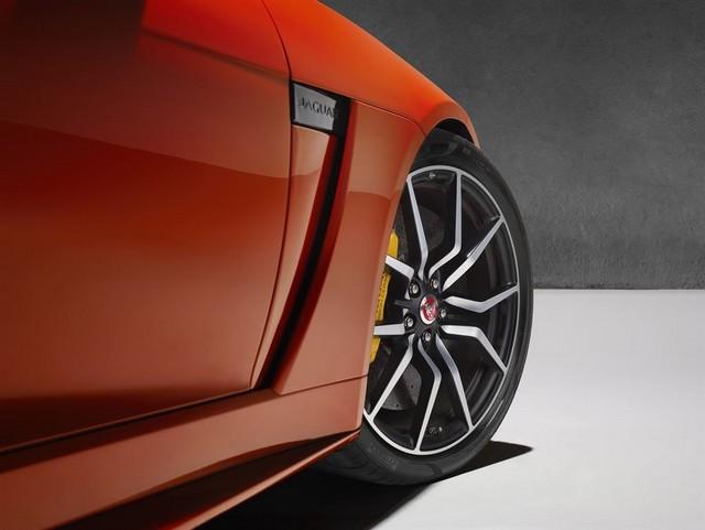 Nouvelle Jaguar F-TYPE SVR : La Supercar Capable D'atteindre 322 km/h Par Tous Les Temps 422672JAGUARFTYPESVR43COUPEStudioDetailLowRes