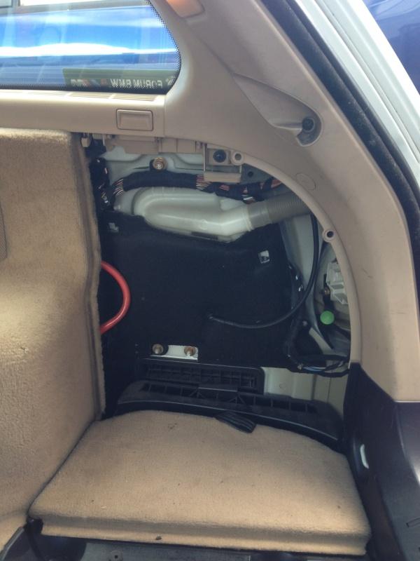 [BMW E46 Touring] Changement des haut-parleurs arrières 430141IMG5710