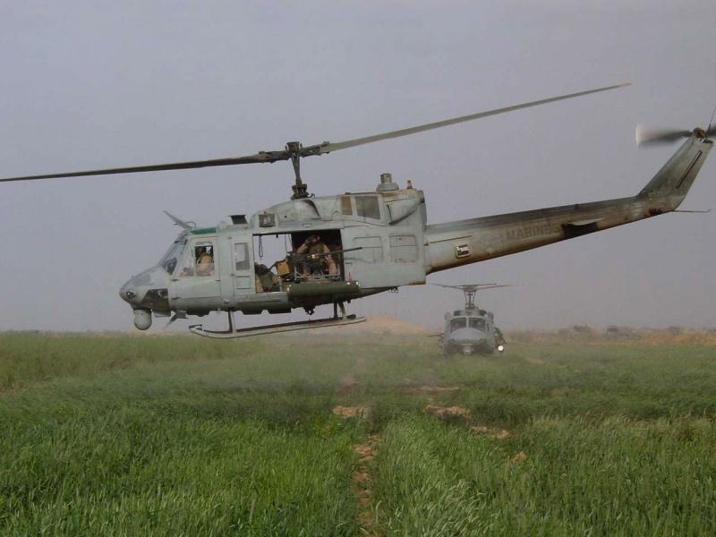 LANDING PLATFORM HELICOPTER (LPH) CLASSE IWO JIMA 432343UH1NIrak2003