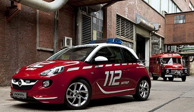 L'Opel ADAM blanche et rouge, assistante idéale des pompiers  433097OpelADAM286045