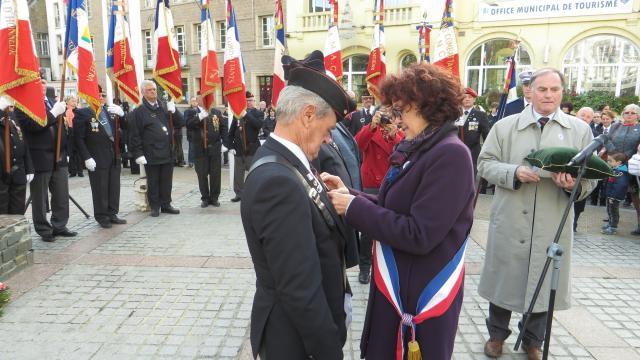 Medaille - Diplome  Porte Drapeaux  437938insignepourdeuxgranvillaispourle11novembre