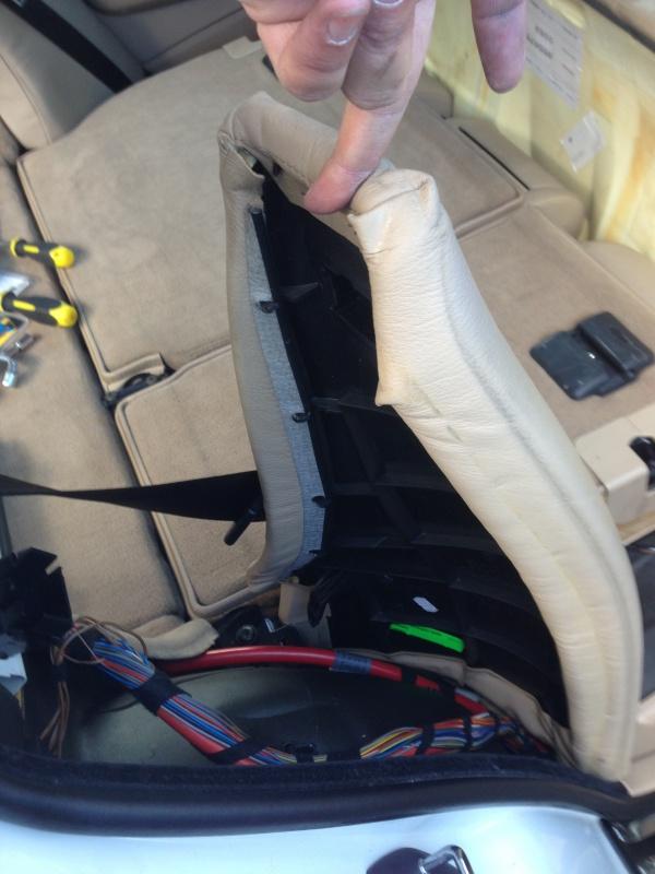 [BMW E46 Touring] Changement des haut-parleurs arrières 441281IMG5708