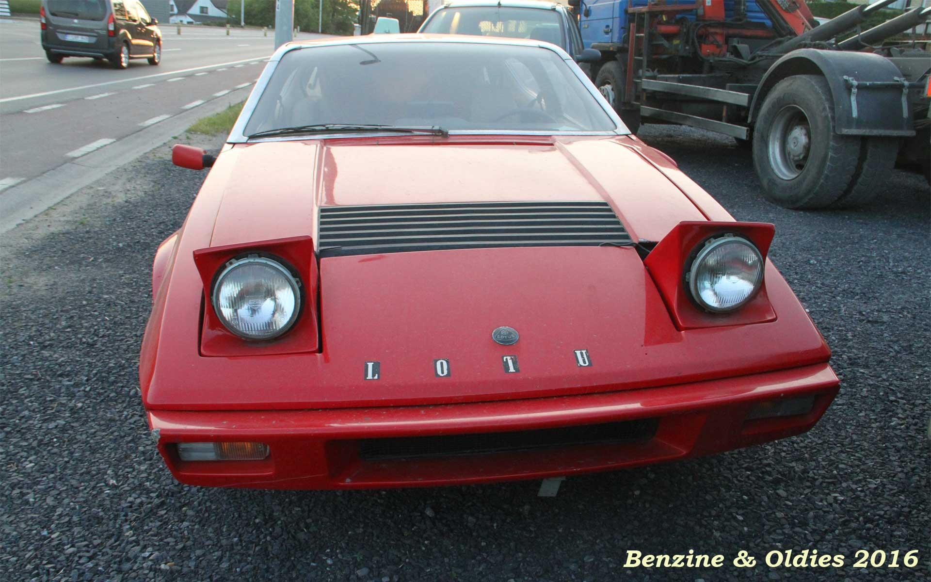 une Lotus Elite S2 à sauver vue sur la route en Belgique 451209lotusstreet0010