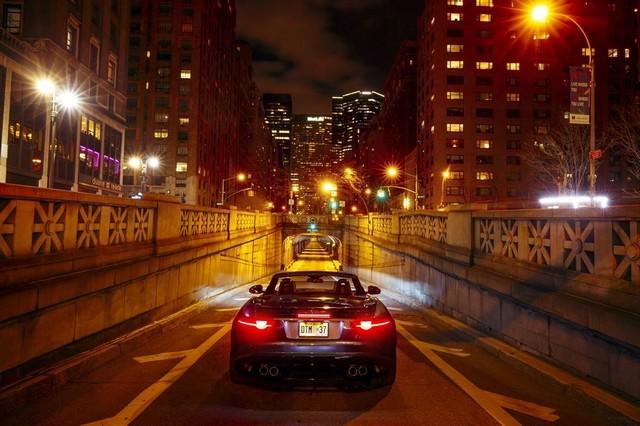 La Jaguar F-TYPE SVR rugit dans le Fameux tunnel de Park Avenue À New  457107JaguarFTYPESVRTunnel025LowRes