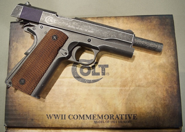 demarrage collection Co2 4,5mm 457738UmarexColt1911WWIICommemorativeRightSideOpenBox