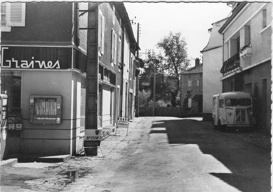 [RETRO]  Photos d'anciennes dans leur environnement - Page 20 457938CPSM5