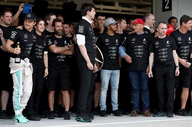 F1 GP du Japon 2016 : Victoire Nico Rosberg, Mercedes champion du monde 4581932016GPduJaponcourseNicoRosbergesonquipe