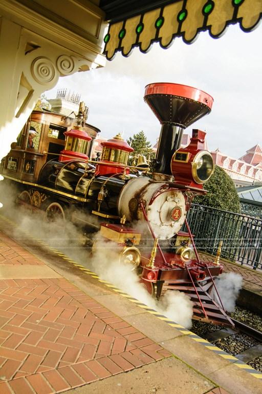 Disneyland Railroad Fantasyland Station - Page 5 45841119janv1451Copier