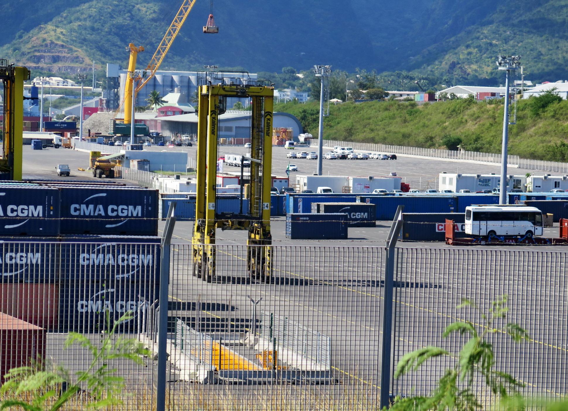 [Vie des ports] Les ports de la Réunion - Page 9 458737leportest202
