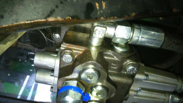 installation d'un distributeur hydraulique  - Page 2 462454DSC0060