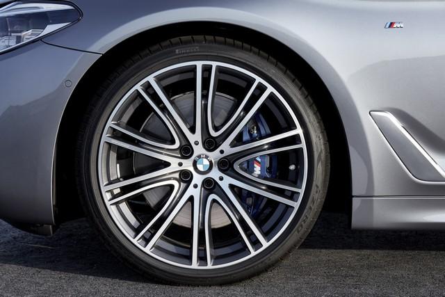 La nouvelle BMW Série 5 Berline. Plus légère, plus dynamique, plus sobre et entièrement interconnectée 462571P90237204highResthenewbmw5series