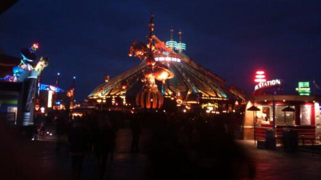 Vos photos nocturnes de Disneyland Paris - Page 2 4676321362395883999