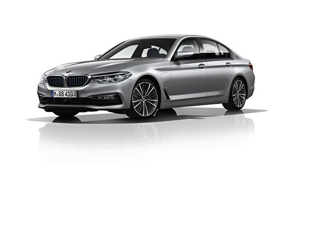 La nouvelle BMW Série 5 Berline. Plus légère, plus dynamique, plus sobre et entièrement interconnectée 468744P90237839highResbmw5seriessaloon