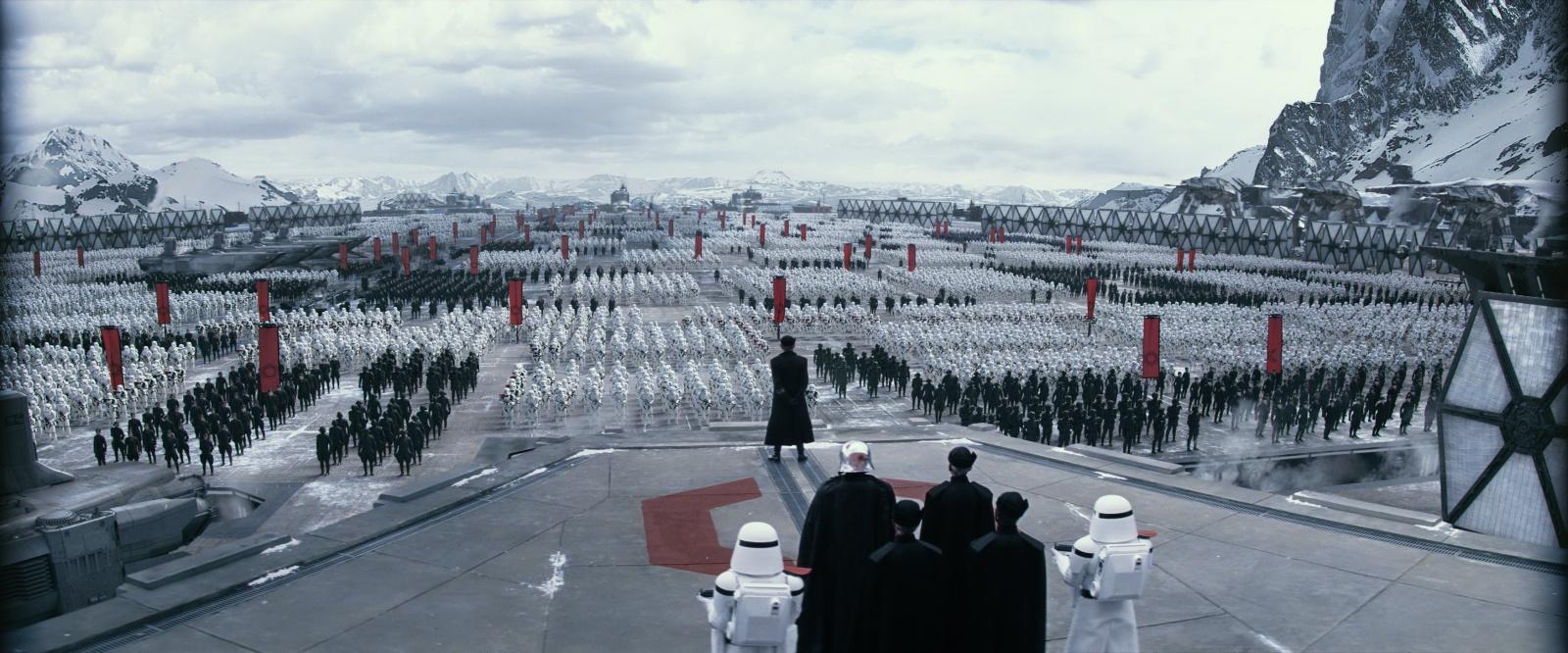 Star Wars : Le Réveil de la Force [Lucasfilm - 2015] 47023399w6