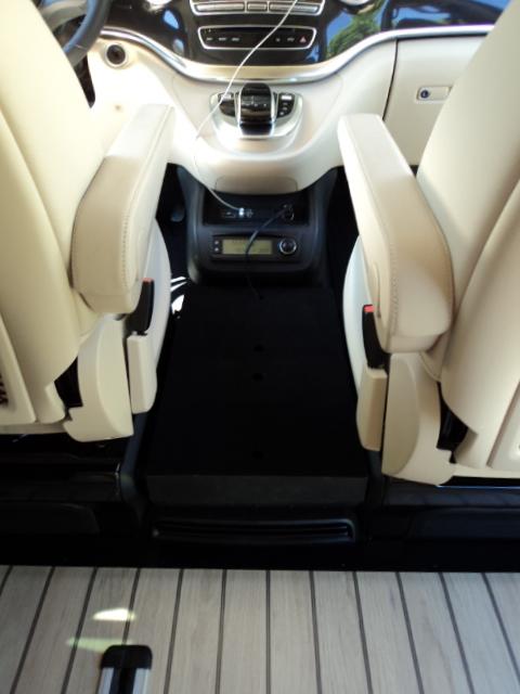 Coffre entre sièges pour V-MP 471450DSC00224