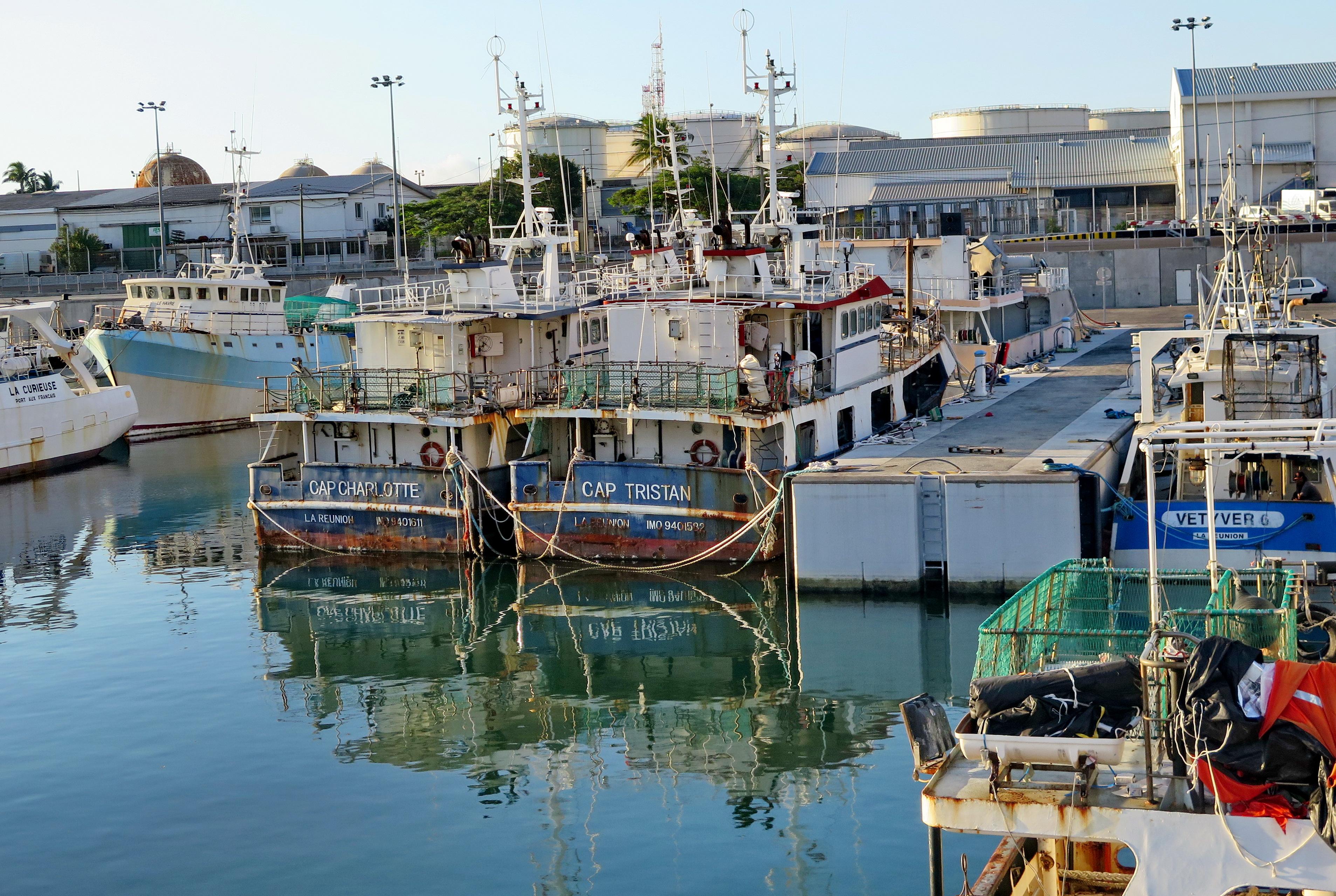 [Vie des ports] Les ports de la Réunion - Page 6 472359leportsolange043