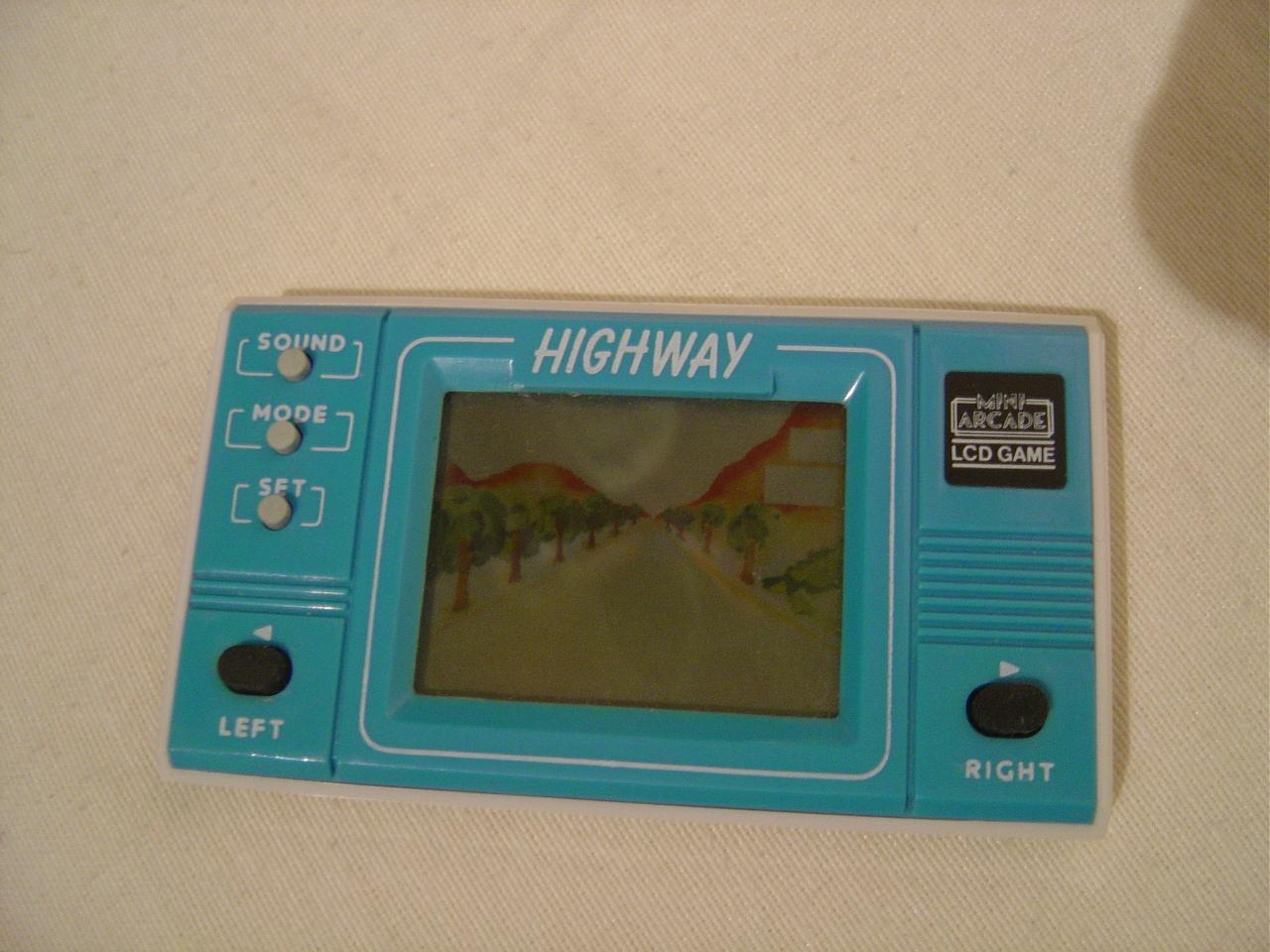 Cherche le nom d'un jeu électronique type Game & Watch 473649DSC03947
