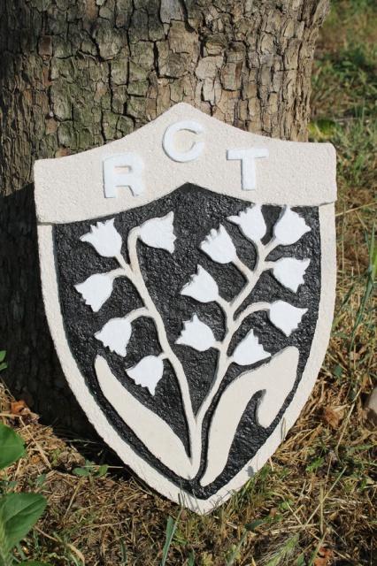 Blason du RCT en pierre reconstituée sculptée. 489869IMG2858bis