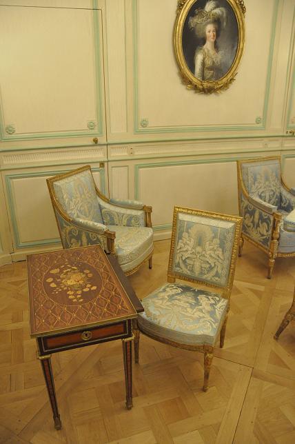Exposition Mme Elisabeth à Montreuil - Page 3 49201167097120130521200602DSC0053