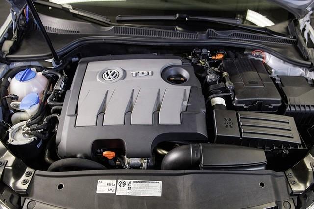 Les mesures techniques des moteurs diesel EA 189 concernés présentées à l'Autorité Fédérale Allemande des Transports (KBA) 509089md16tdiengineea189flowstraightenerinstallationimage6of6