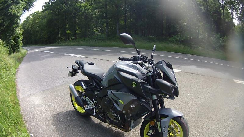 Yamaha lance la ... MT-10 ! Officiel ! - Page 13 509625FILE0003