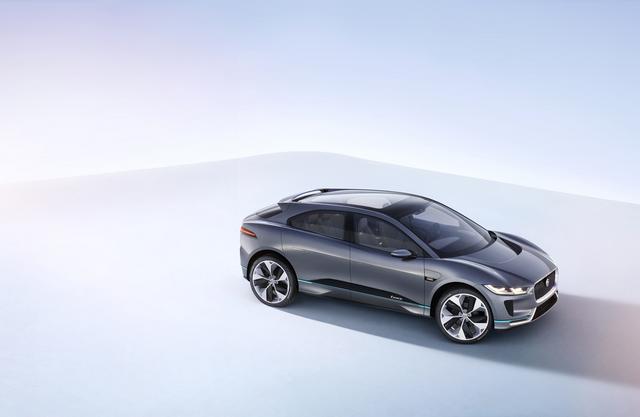 Jaguar Dévoile Le Concept I-PACE : Le SUV Électrique Performant 515412JaguarConceptIPACE6