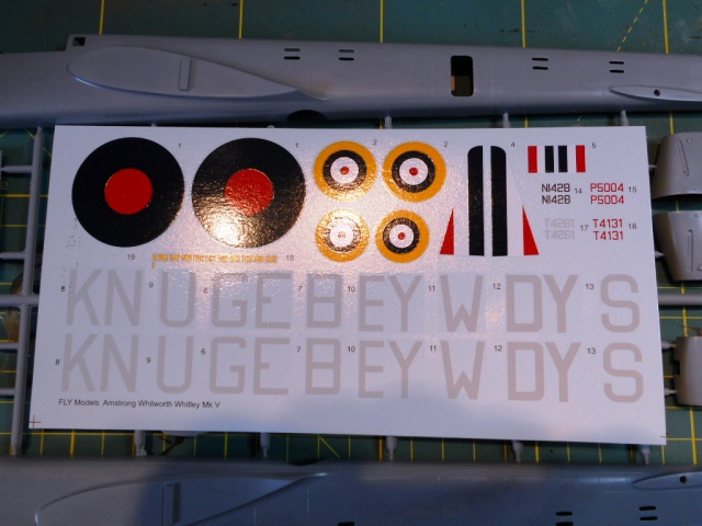 WHITLEY 1/72 Marque Fly Bombardier Moyen - RAF 516081Decals